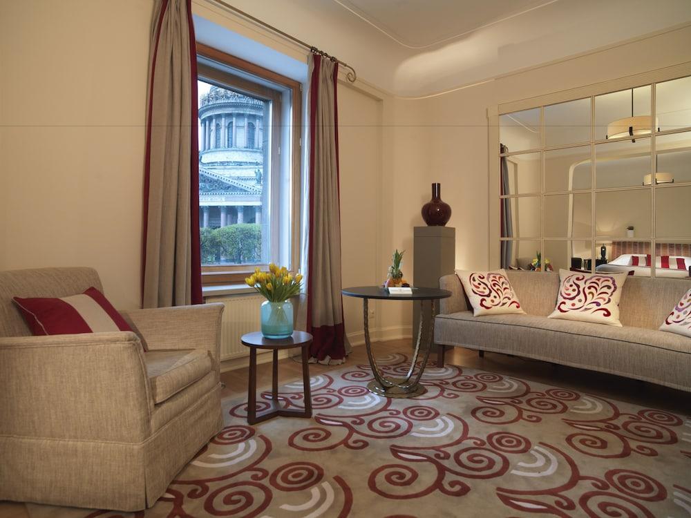 https://i.travelapi.com/hotels/1000000/20000/16800/16790/3398cfb0_z.jpg