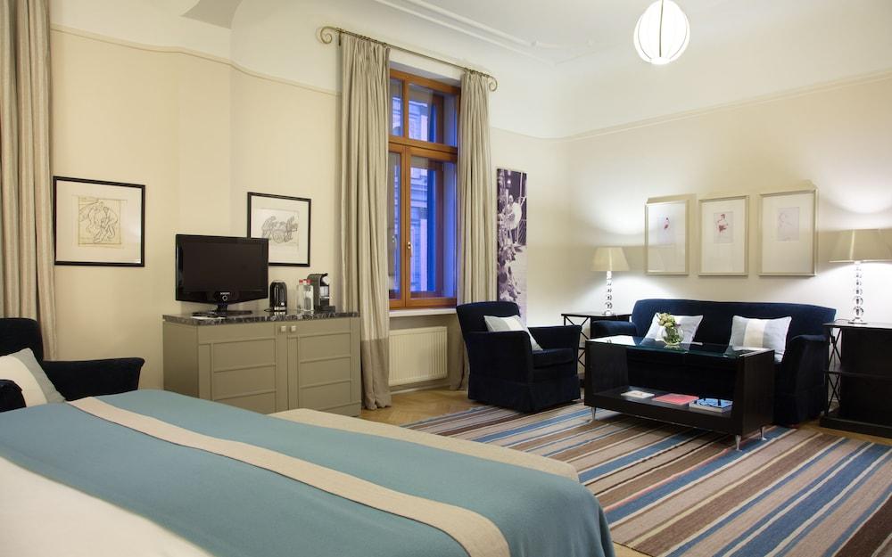 https://i.travelapi.com/hotels/1000000/20000/16800/16790/d0402b1b_z.jpg