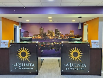 La Quinta Inn & Suites by Wyndham Memphis Airport Graceland