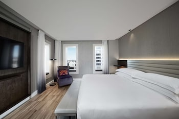 Suite, 1 King Bed (Master Suite, Business Lounge Access)