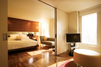 Suite, 1 King Bed (Relaxation, Business Lounge Access)