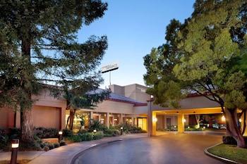 聖荷西機機場索內斯塔精選飯店 Sonesta Select San Jose Airport
