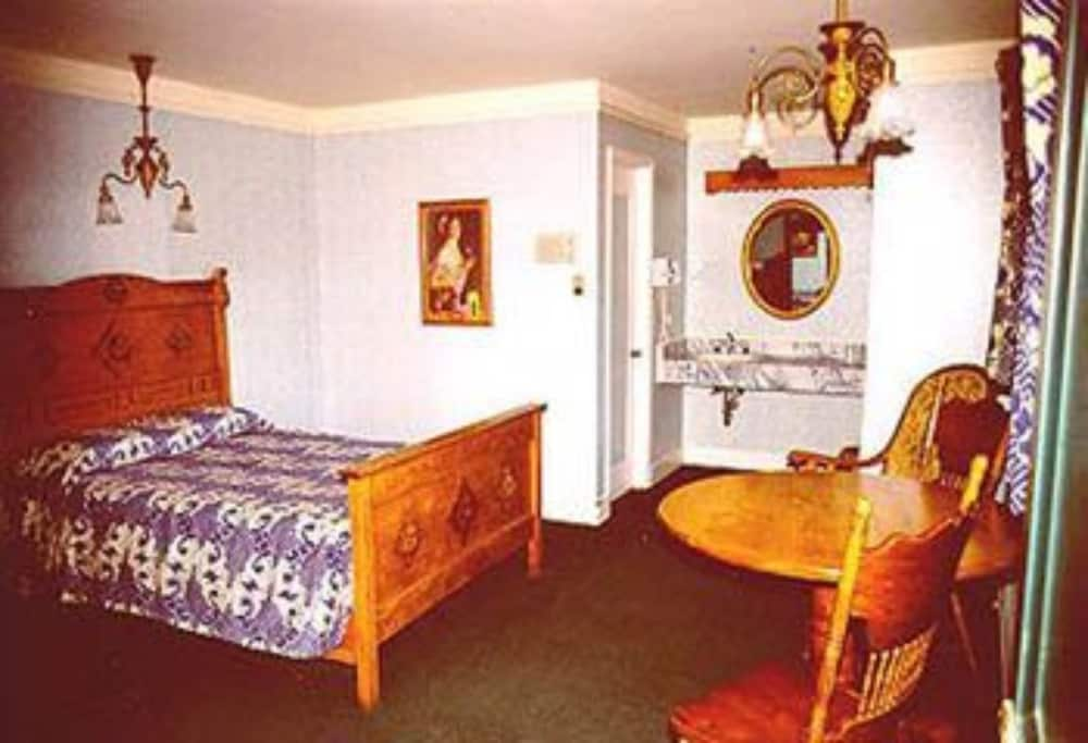 Room, Private Bathroom (Log Room 3 Beds)