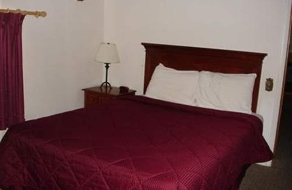 Room, Private Bathroom (Pet Friendly 3 Bed)