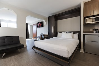 Superior Junior Suite, 1 King Bed and 1 Murphy Bed