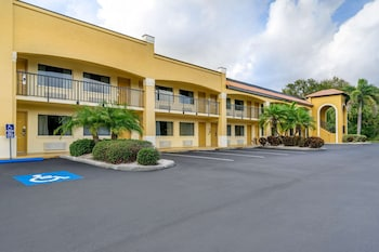 陽光市中心-南坦帕凱富飯店 Comfort Inn Sun City Center-Tampa South