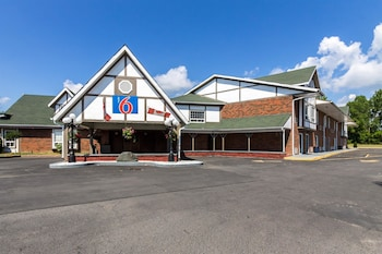 Hotel - Motel 6 Trenton ON