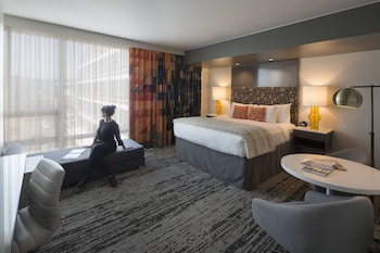 Junior Suite, 1 King Bed with Sofa bed, Accessible