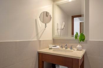 Deluxe Room, 2 Double Beds, Non Smoking, Partial Ocean View
