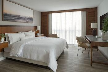 Suite, 1 King Bed, Ocean View, Corner