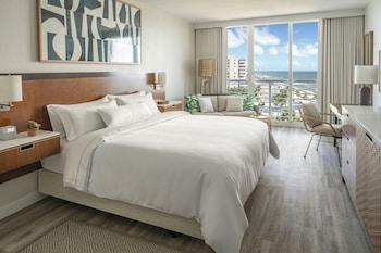 Deluxe Room, 1 King Bed, Non Smoking, Partial Ocean View