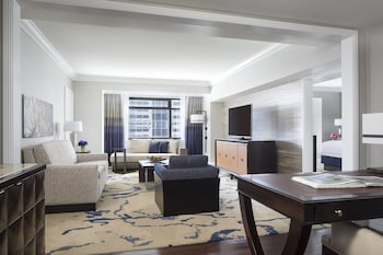 Club Suite, 1 Bedroom (Club Luxury, Club Lounge Access)