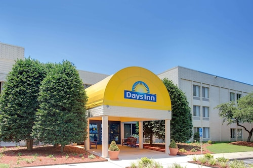 Days Inn by Wyndham Newport News City Center Oyster Point, Newport News