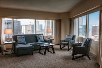Executive Suite, 1 King Bed, City View