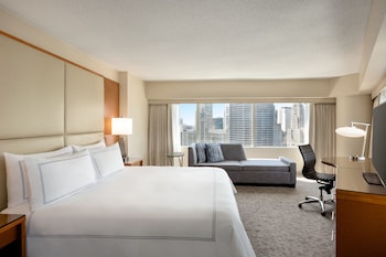 Premier Corner Room, 1 King Bed, City View