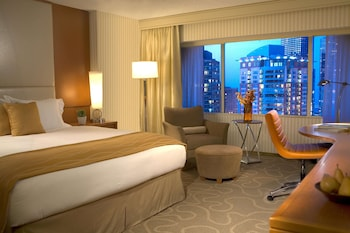 Classic Room, 1 King Bed, City View