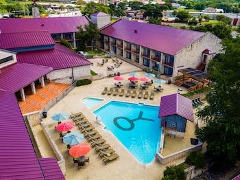 Hotel - Y O Ranch Hotel