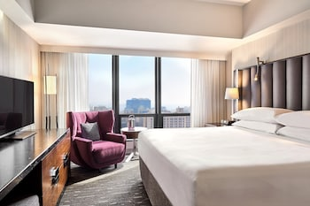 Suite, 1 King Bed, Non Smoking, City View