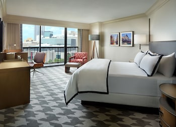 Suite, 1 King Bed (Suite VIP)