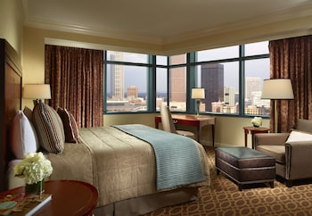 Deluxe Room, 1 King Bed, Accessible (Roll In Shower - North Tower)
