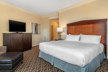 Deluxe Room, 1 King Bed (North Tower)