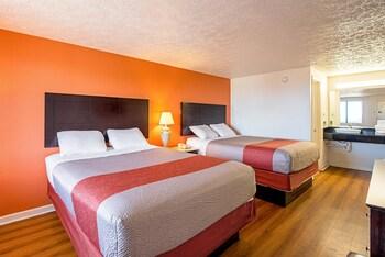 Guestroom at Motel 6 Norfolk - Oceanview in Norfolk