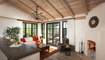 Suite, 1 King Bed (Olive Grove)