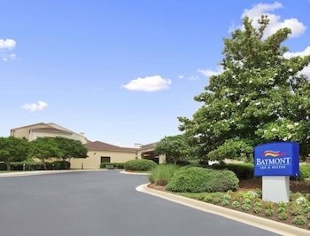 Book Baymont Inn and Suites Columbia Northwest in Columbia.