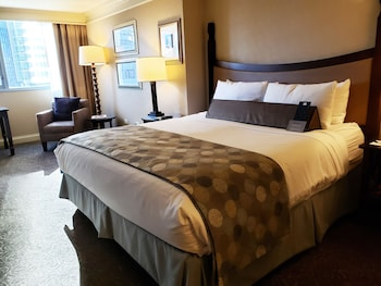 Room, 1 King Bed, River View (Preferred)