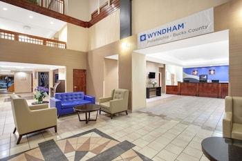 Lobby at Wyndham Philadelphia - Bucks County in Feasterville-Trevose