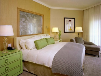 Suite, 1 King Bed, View (Beverly - Boulevard View)