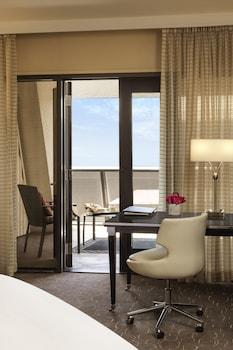 Luxury Room, 1 King Bed, Patio