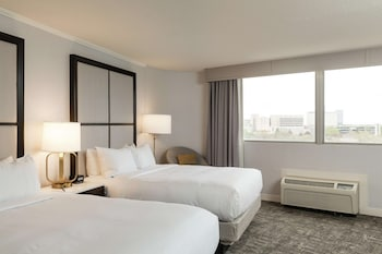 Room, 2 Queen Beds, City View