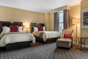 Suite, 1 King Bed, Accessible (Plaza Suite)