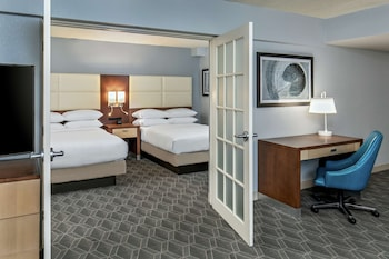 Suite (2 Double Beds w/ Sleeper Sofa, Newly Renovated)