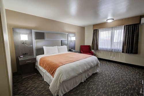 . Bonanza Inn & Suites