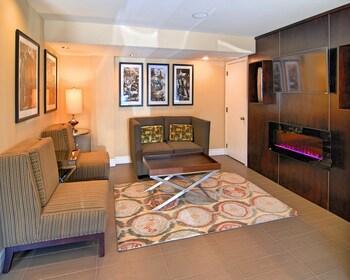 Best Western Carmel's Town House Lodge - Hotel Interior  - #0