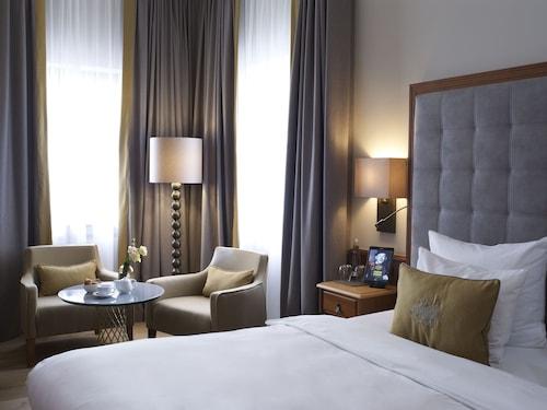 . Platzl Hotel
