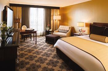 Premier Room, 1 King Bed (Corner)