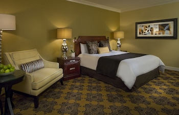 Deluxe Room, 1 King Bed, Accessible (Roll-In-Shower)
