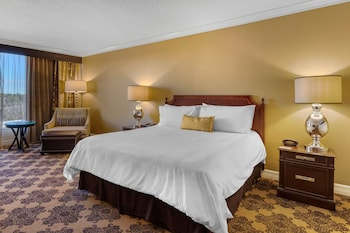 Premier Room, 1 King Bed, Pool View (Signature)