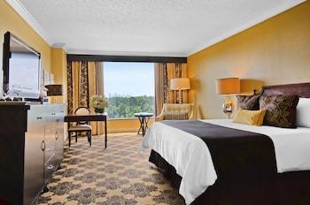 Suite, 1 King Bed (Galleria Suite)