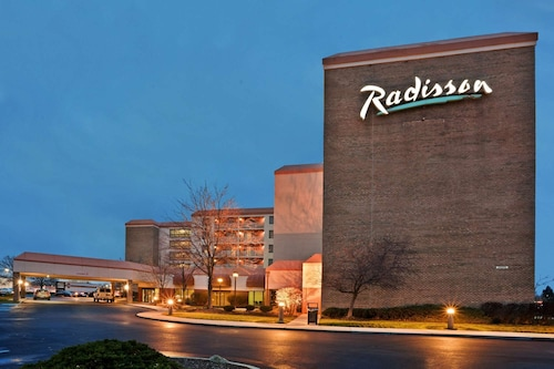 . Radisson Hotel Cleveland Airport West