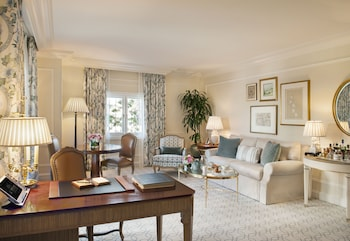 Suite (Beverly)
