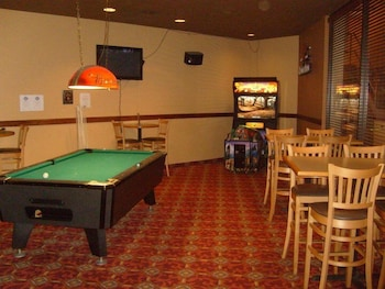 Townhouse Hotel Grand Forks - Billiards  - #0