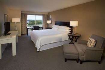 Club Room, 1 King Bed with Sofa bed