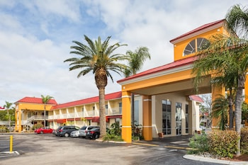 里奇港溫德姆戴斯套房飯店 Days Inn & Suites by Wyndham Port Richey