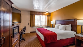 Standard Room, 1 Queen Bed, Non Smoking, Refrigerator & Microwave