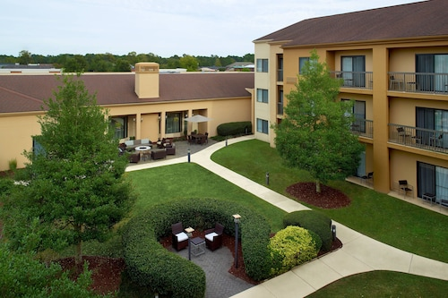 . Courtyard by Marriott Fayetteville