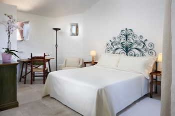 Classic Room, 1 King Bed, Courtyard View (Heritage)